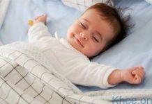 Trẻ sơ sinh nằm điều hòa