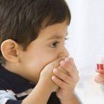 Mẹ cần làm gì khi trẻ bị nhiệt miệng và sốt?