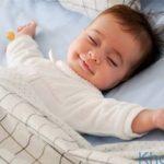 Trẻ sơ sinh nằm điều hoà: Có nên hay không?